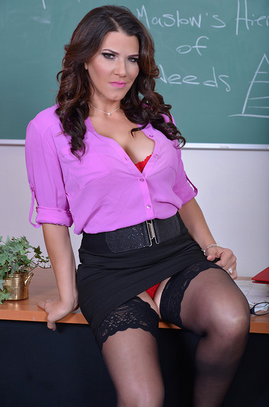 MILF teacher Leena Sky