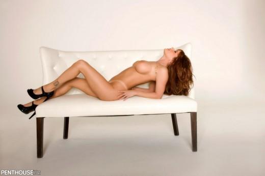 busty Andi Sue Irwin posing naked