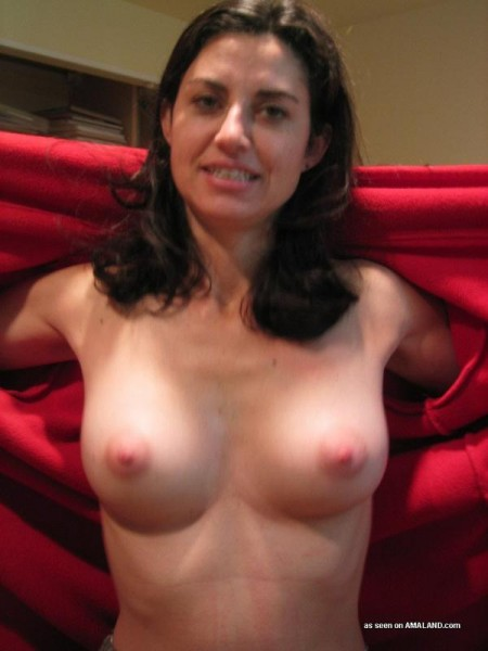 amateur housewife flashing her boobs