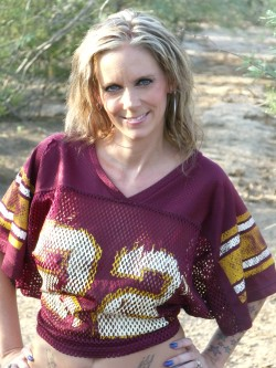 36yo blonde American MFC Danetee in football jersey