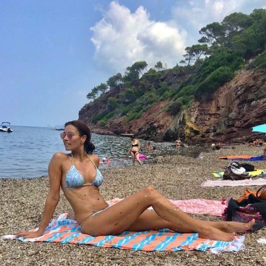MILF Melanie Sykes at the beach